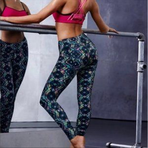 VS Knockout By Victoria Sport Tight in Aztec Pendl